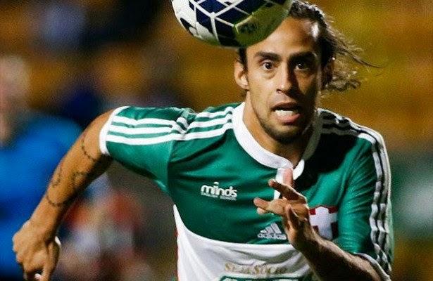 Valdivia pede dispensa da seleção para poder jogar pelo Palmeiras
