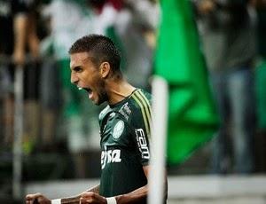 Em um jogo com poucas chances claras de gol, Palmeiras vence em casa o Bragantino por 1 a 0