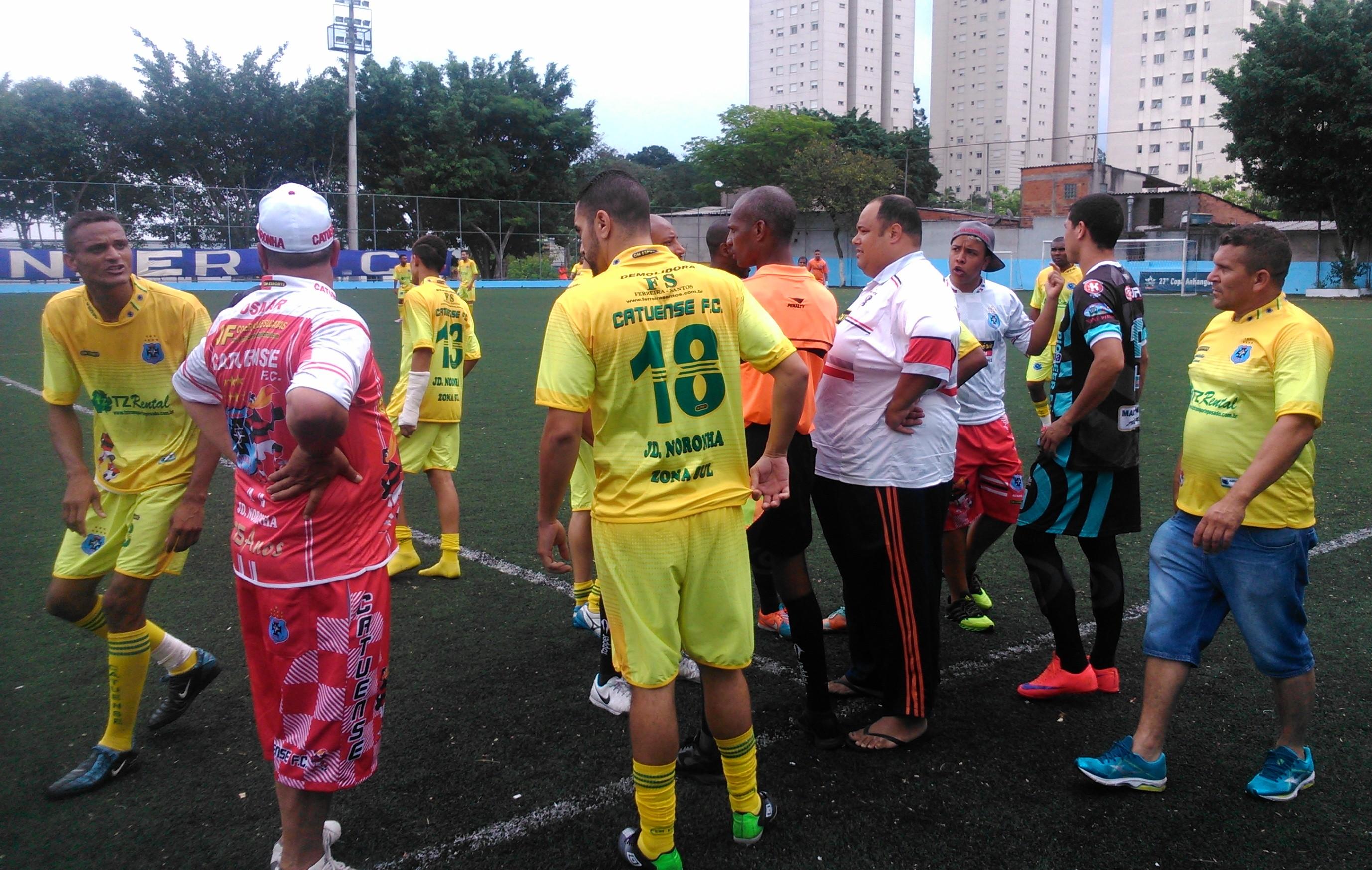 Em jogo confuso, Pioneer vence o Catuense avança para a final de domingo da Copa Capela do Socorro