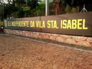Faixa do Independentes estendida no Campo do Rádio (Foto: Ivan Rocha)