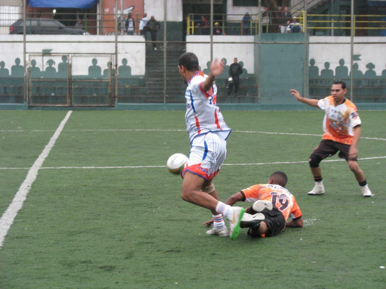 Mostrando bom futebol, Vila Fundão bate Tutu e se classifica para a semifinal na Copa da Paz de Veteranos